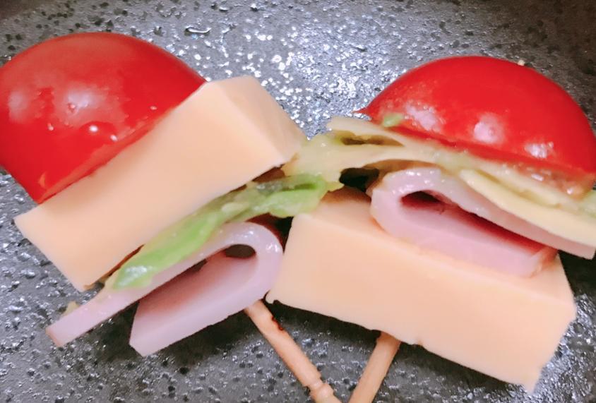 アボカドシェイブドチーズプチトマト串刺し