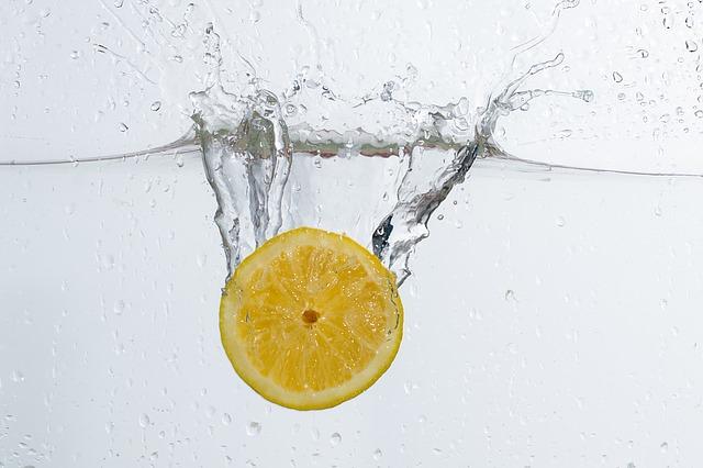 レモン洗う