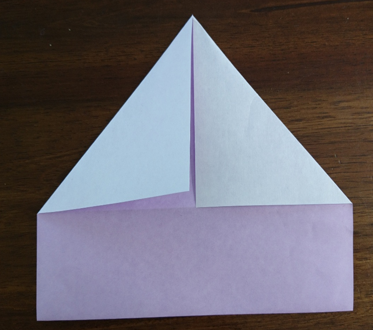 折り紙三角に折る画像