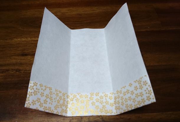 折り紙下を折る