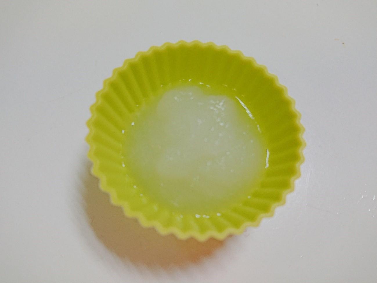 シリコンカップで玉ねぎペースト冷凍