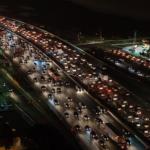 高速道路夜の交通渋滞