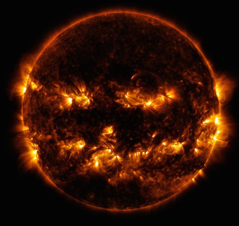 高画質なランタンのような太陽