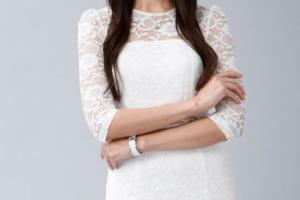 観月ありさ白ドレス