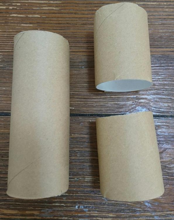トイレットペーパーの芯2つ